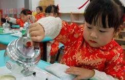 Chinese children learn tea art performance